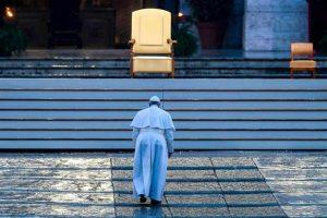 Papa in preghiera durante l'epidemia - 27 marzo 2020